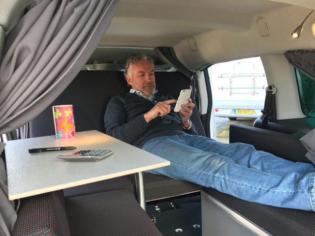 Maak van je Combi / MPV of bestelauto in één hand omdraai een Minicamper! Hoe? Met de MICA Minicamper Camperbox met zit- & ligruimte in de auto!