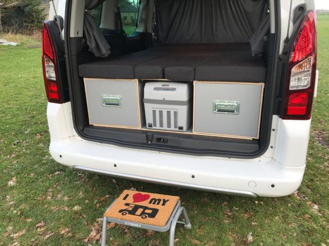 De CampUniQ MicaBox tovert je auto moeiteloos om in een volwaardige camper